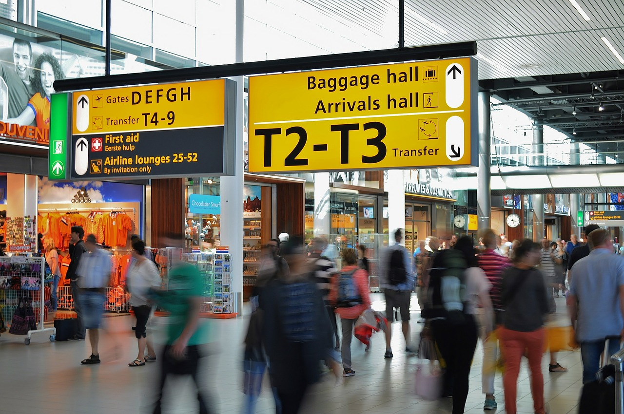 Brits spend £1 billion of foreign currency at airports