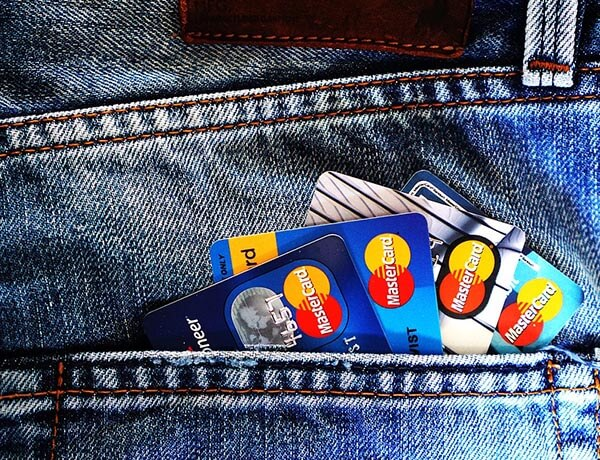The advantages of using a credit card when overseas
