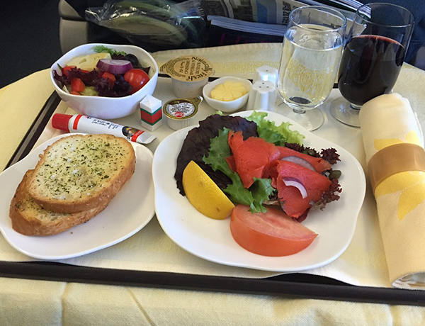 Free in-flight meals make comeback