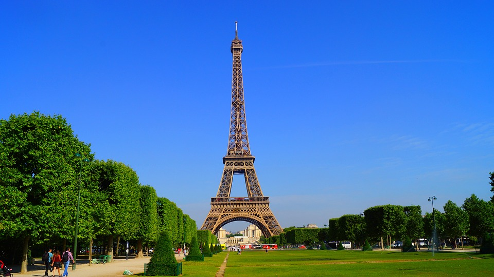 Campaign to bring tourists back to Paris