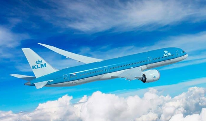 KLM staff now LinkedIn to customers