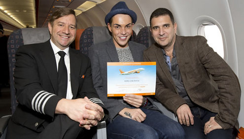 More than 100 nervous flyers graduate from easyjet's Fearless Flyer Course